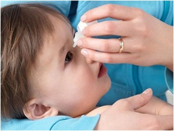 cách phòng bệnh đau mắt đỏ cho trẻ