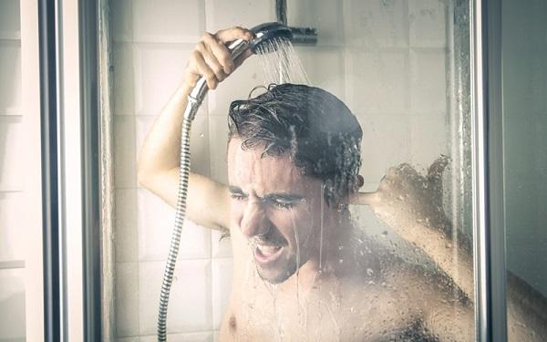 tắm nước nóng ảnh hưởng đến tinh trùng